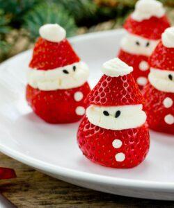 Fragole-di-Babbo-Natale-con-Panna-Montata
