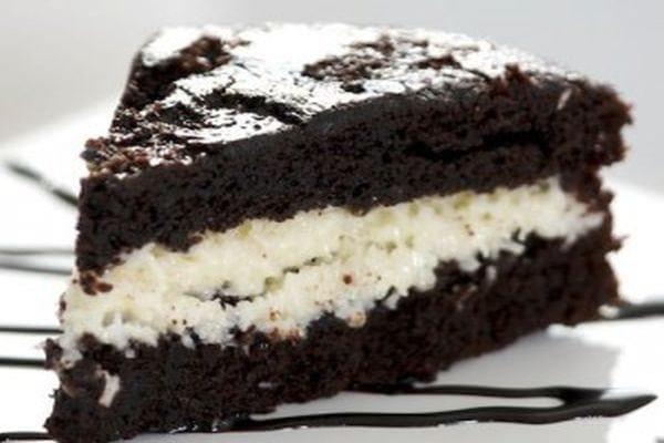 torta-cioccolato-cocco-cuore-morbido-crema