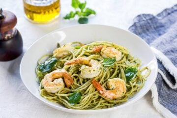spaghetti-pesto-di-zucchine-e-gamberetti