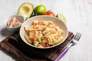pasta-avocado-pomodorini-tonno