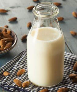 ricetta-latte-di-mandorle-fatto-in-casa