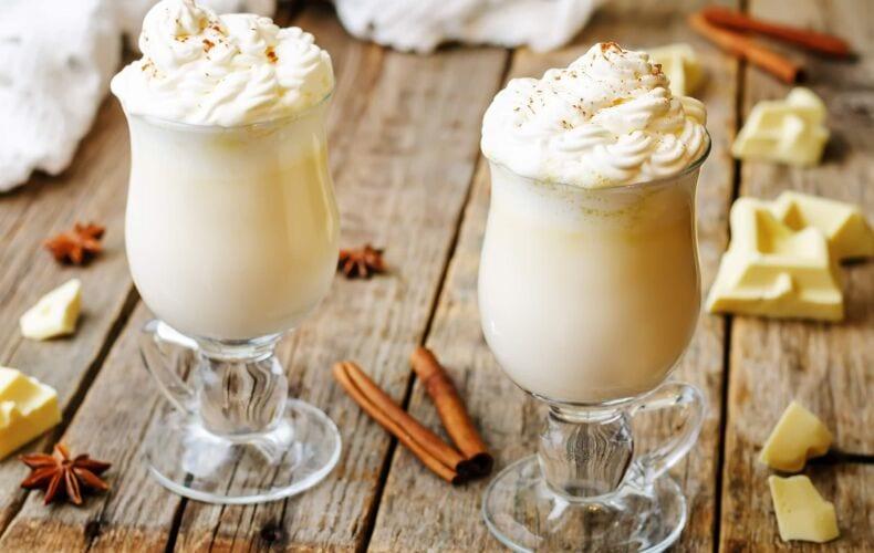cioccolata-calda-bianca-fatta-in-casa