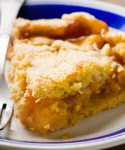 crostata-con-pesche-sciroppate-amaretti