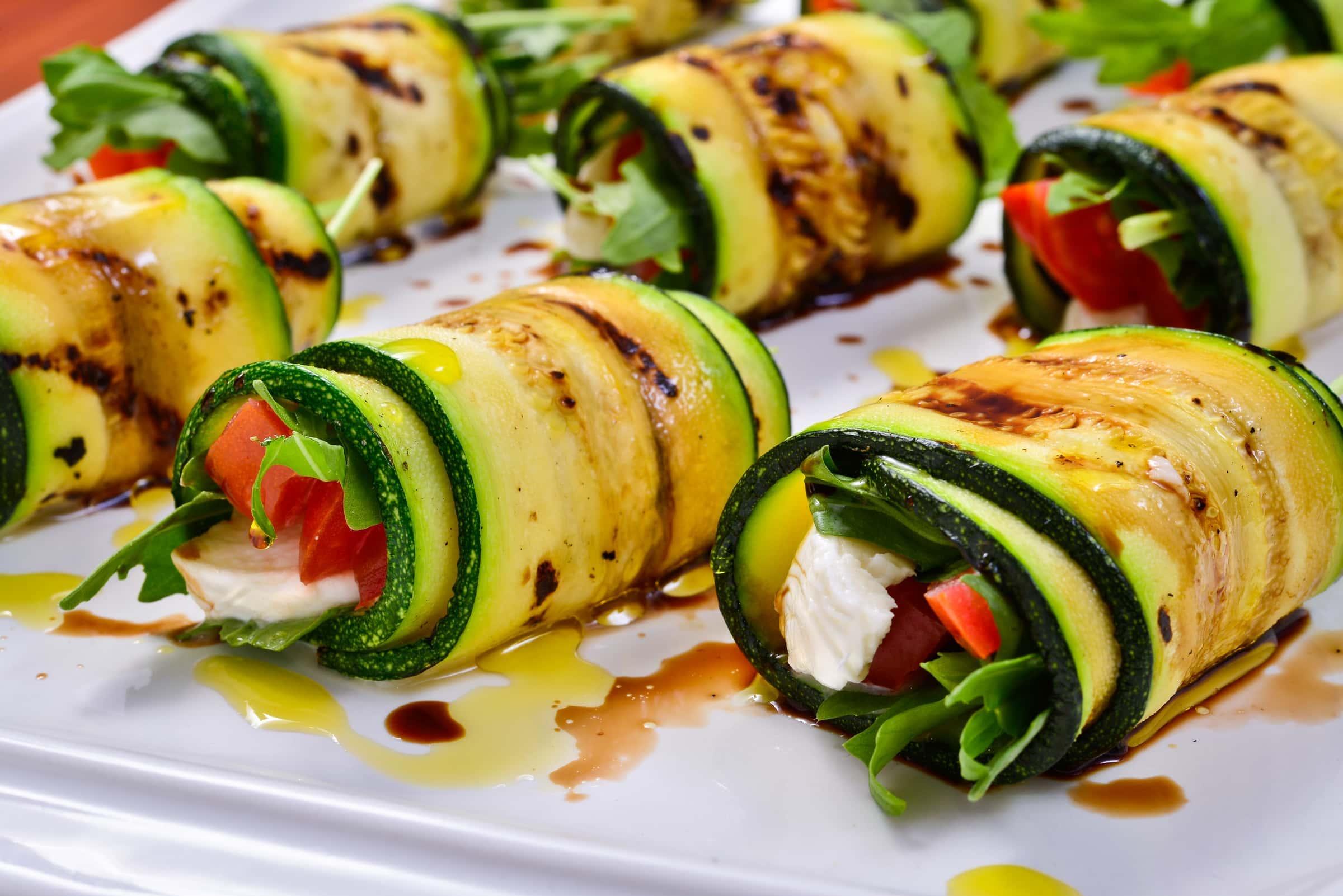Finger Food Aperitivo Estivo rotoli di zucchine alla caprese