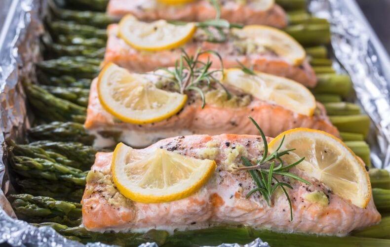 salmone-al-forno-con-asparagi