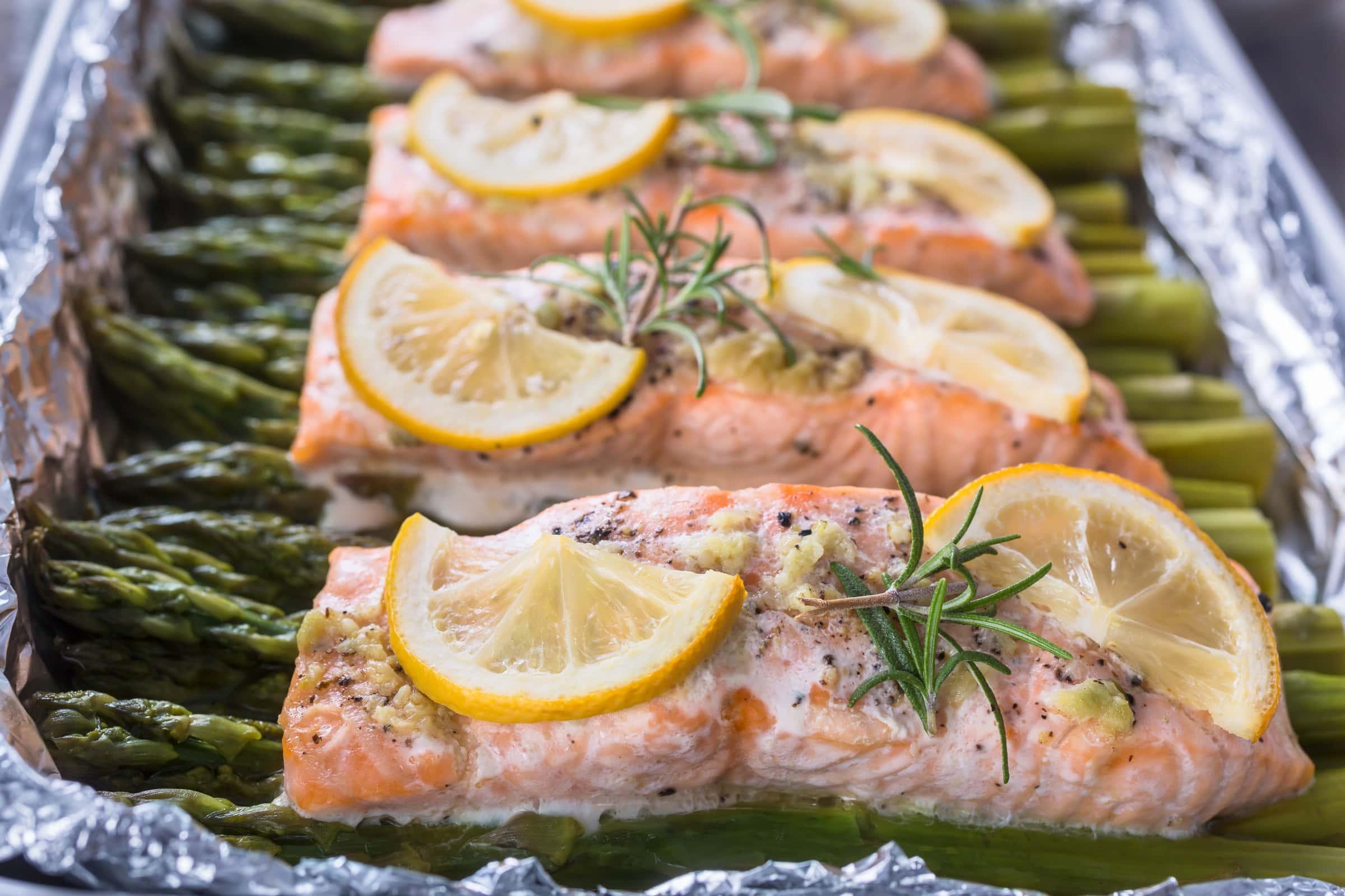 Ricetta Salmone Asparagi.Ricetta Salmone Al Forno Con Asparagi Il Club Delle Ricette
