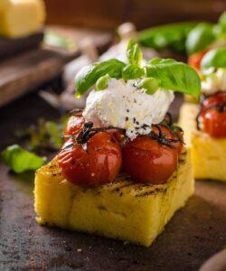 ricetta-tartine-di-polenta-estive