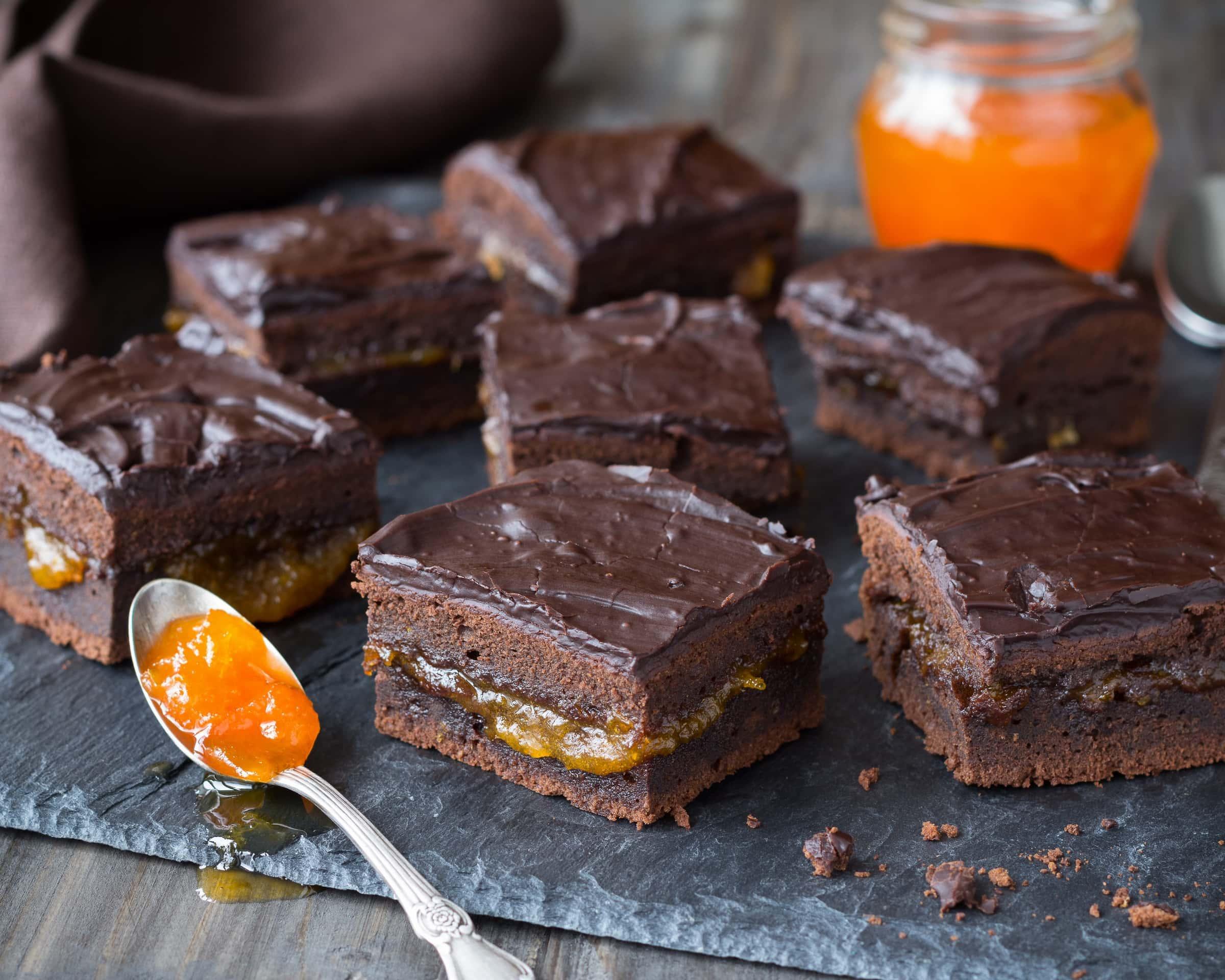 Ricetta Torta al Cioccolato con Marmellata di Albicocche