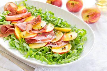 insalata con bresaola e pesche