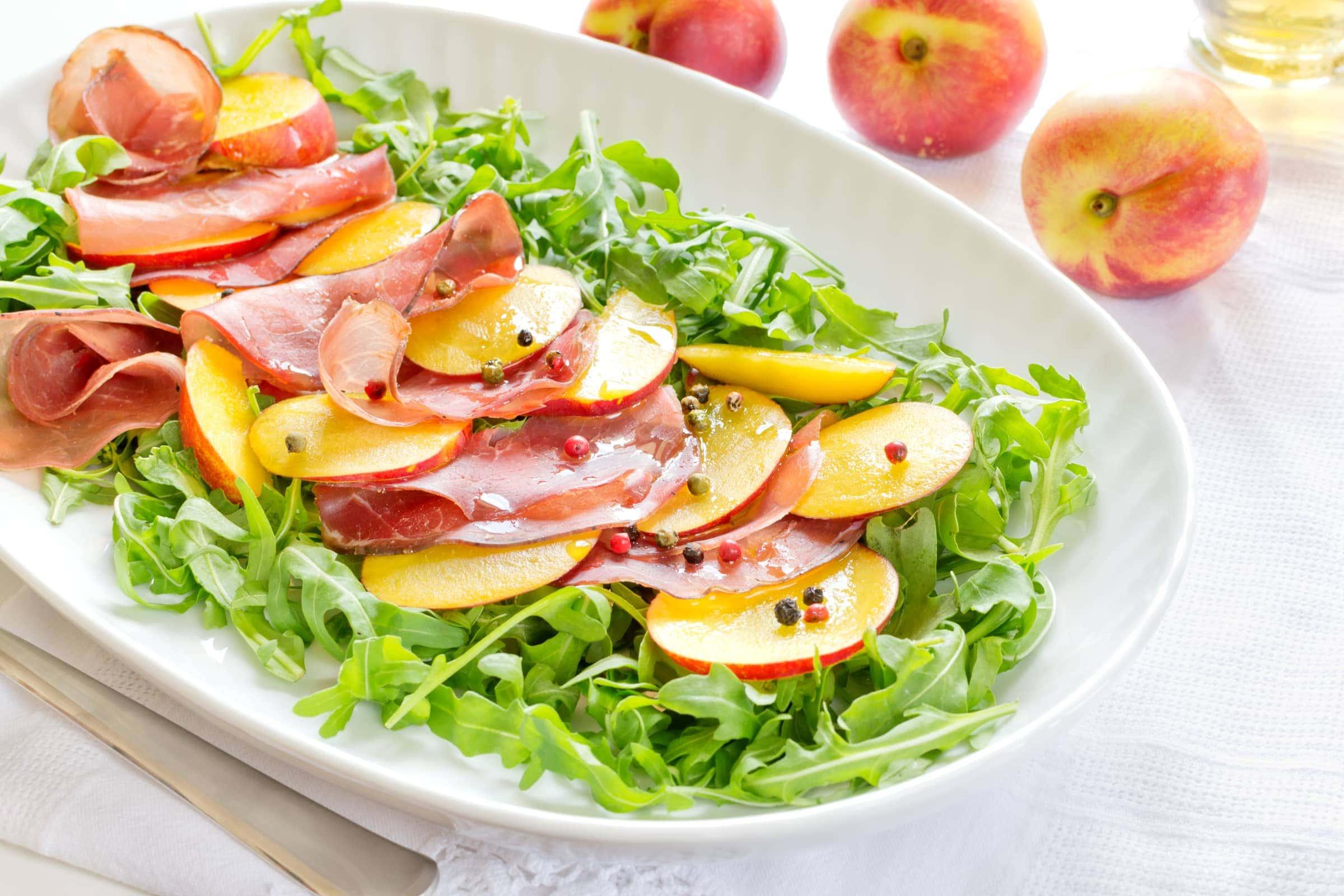 Ricetta insalata con bresaola e pesche il club delle ricette