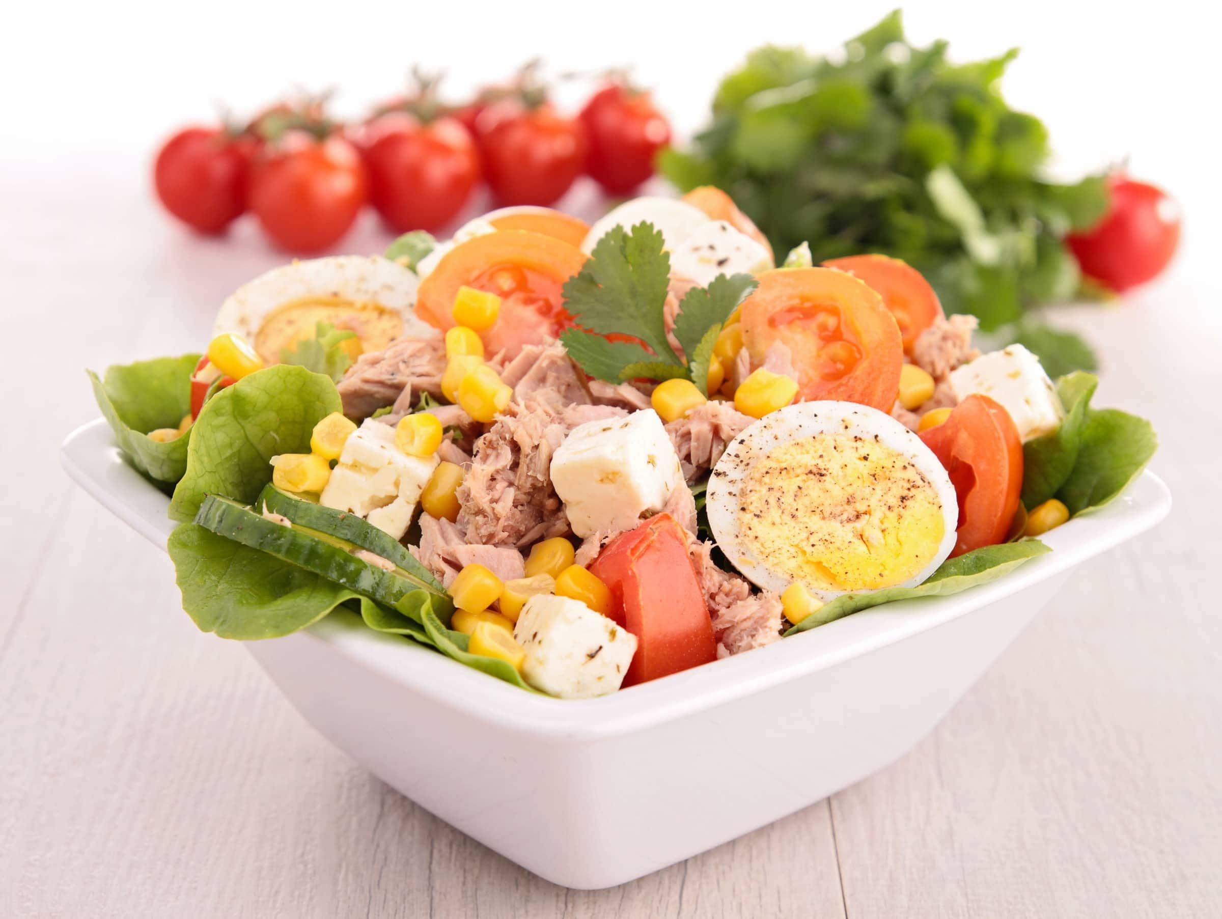 Ricetta Insalata con Tonno, Uova, Pomodoro e Mais