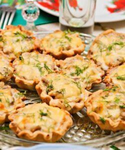 tartellette con funghi e formaggio