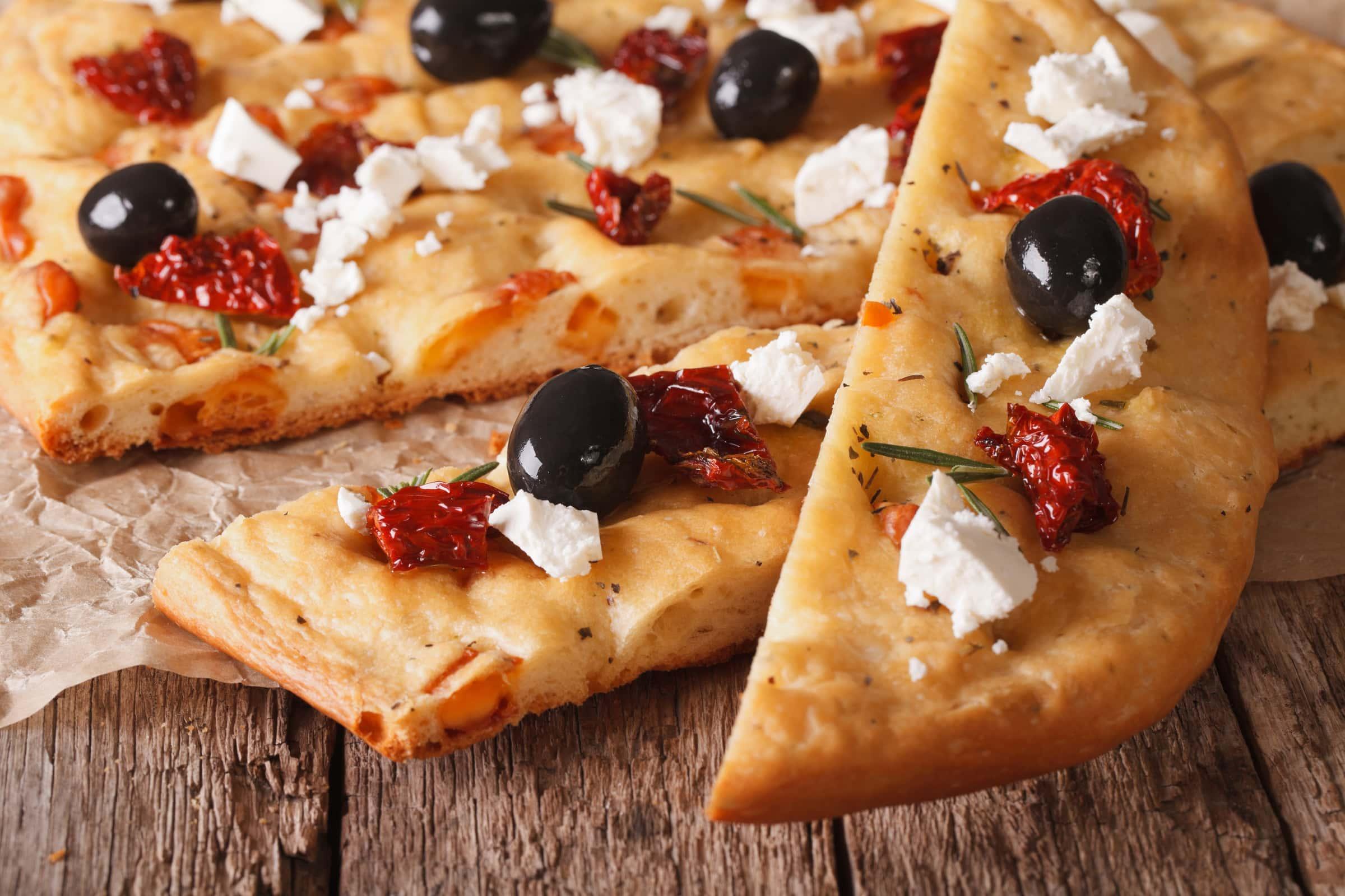 Ricetta Focaccia con Feta, Olive e Pomodori Secchi