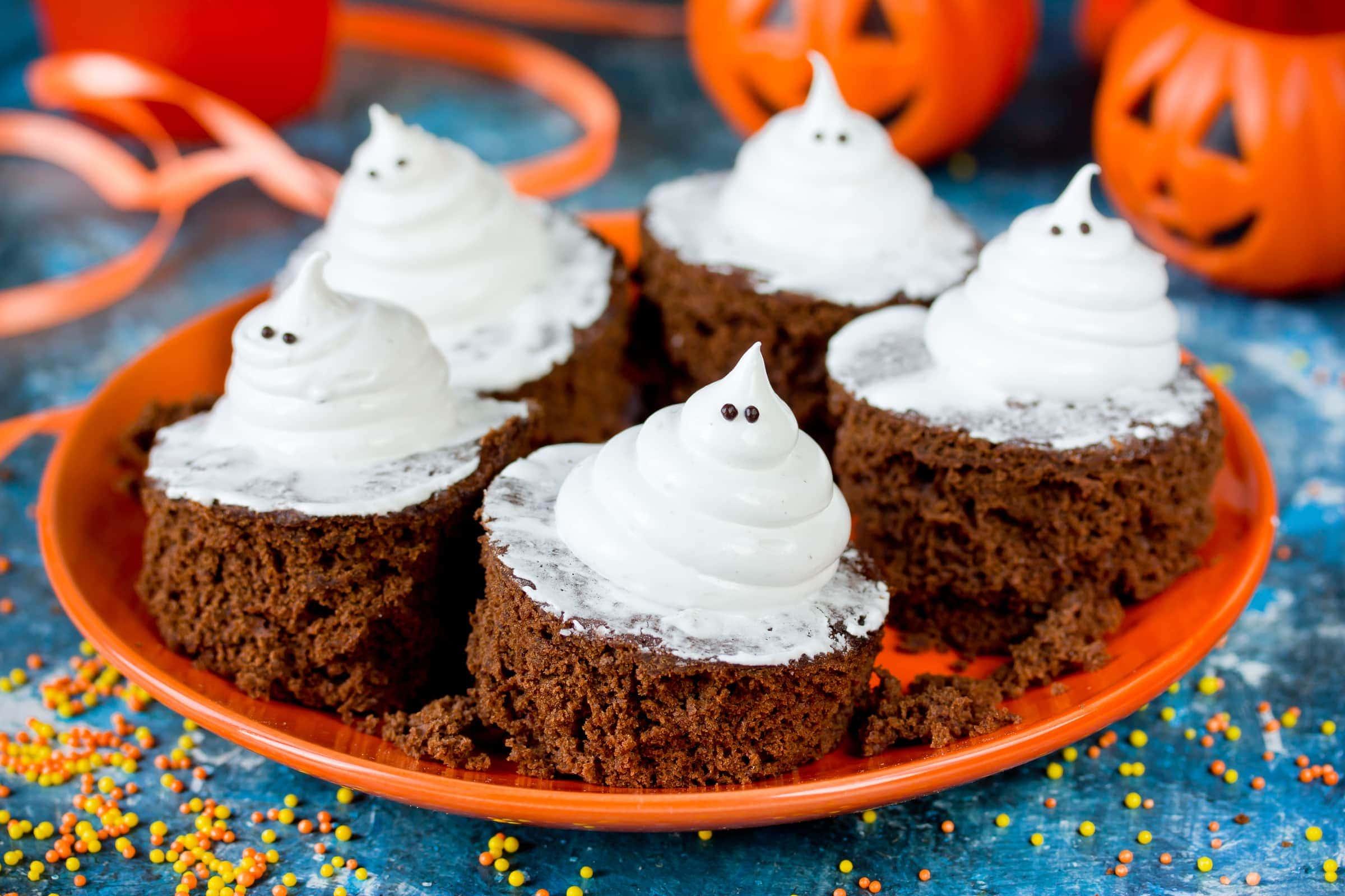Ricetta Cupcake Fantasmini di Halloween alla Nutella - Il Club delle Ricette e5b20288421f