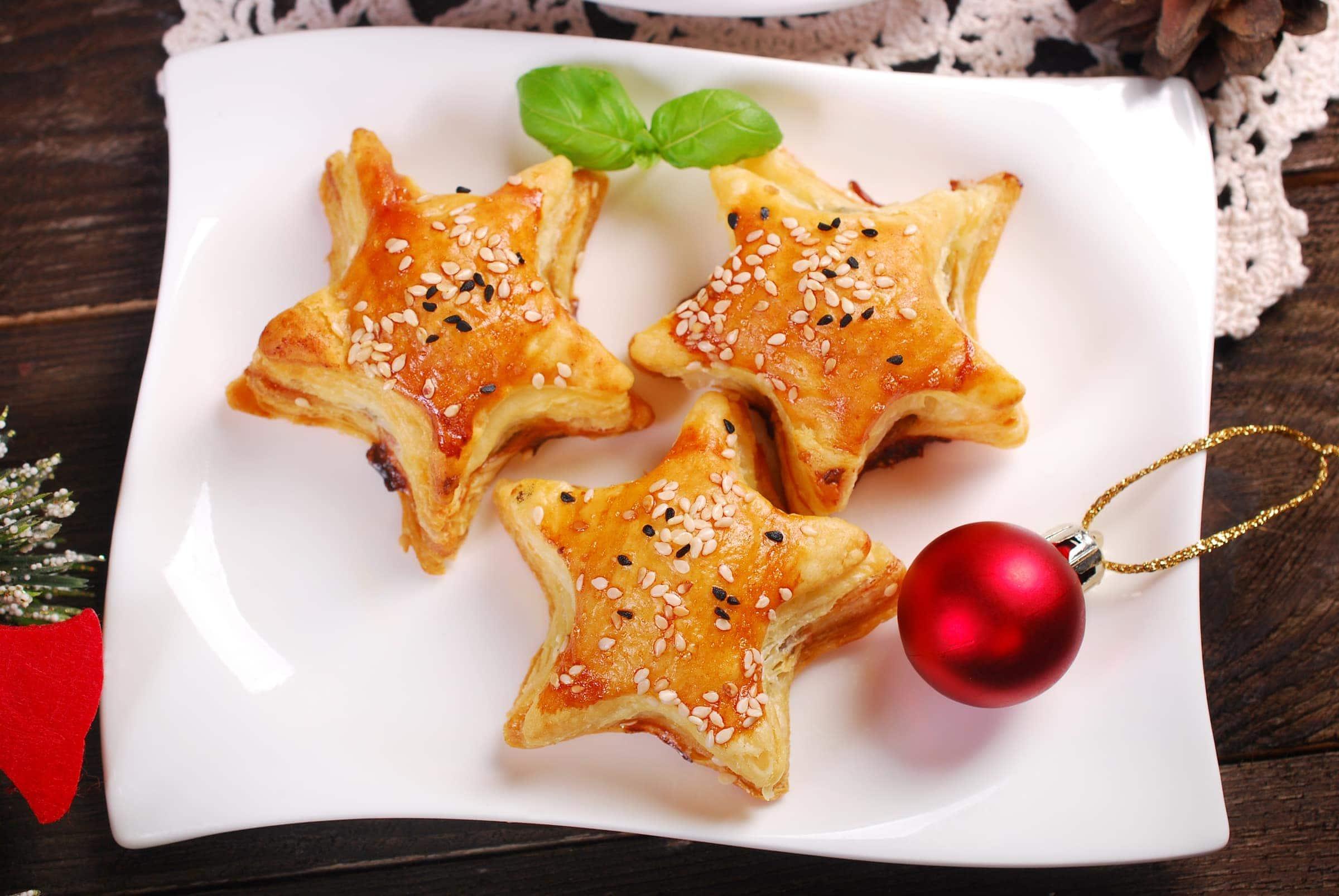 Antipasti Di Natale Pasta Sfoglia.Ricetta Stelline Di Pasta Sfoglia Ripiene Il Club Delle Ricette