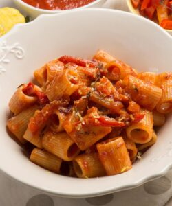 Ricetta Mezze Maniche Al Sugo Di Peperoni