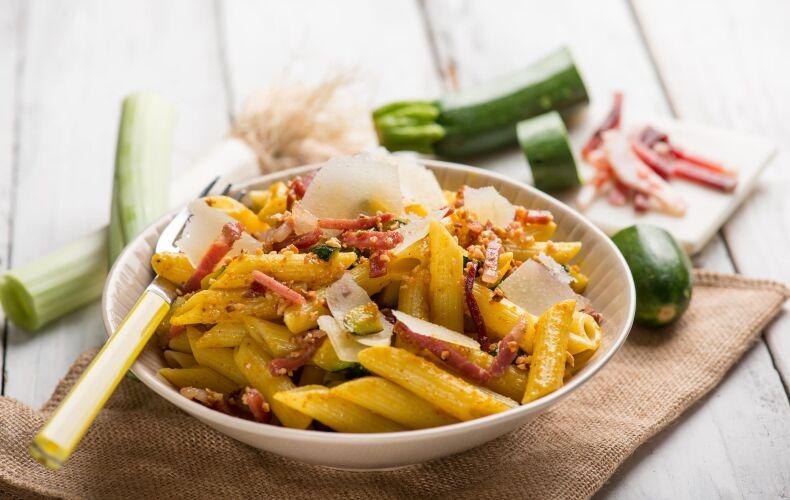 Ricetta Penne Zafferano Speck E Zucchine