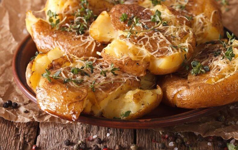 Ricetta Crash Hot Potatoes Patate Schiacciate Al Formaggio