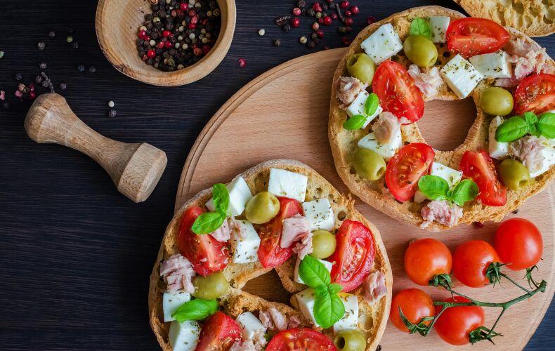 Ricetta Friselle Con Pomodorini Mozzarella Tonno E Olive