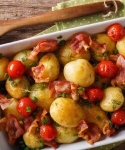 Ricetta Patate Al Forno Con Bacon E Pomodorini