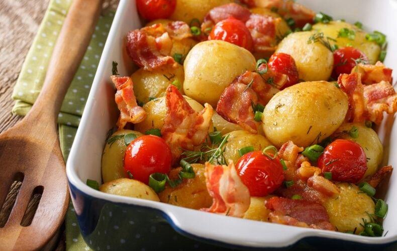 Ricetta Patate Novelle Al Forno Con Bacon E Pomodorini