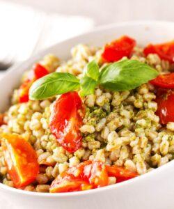 Ricetta Insalata Di Orzo Con Pesto E Pomodorini