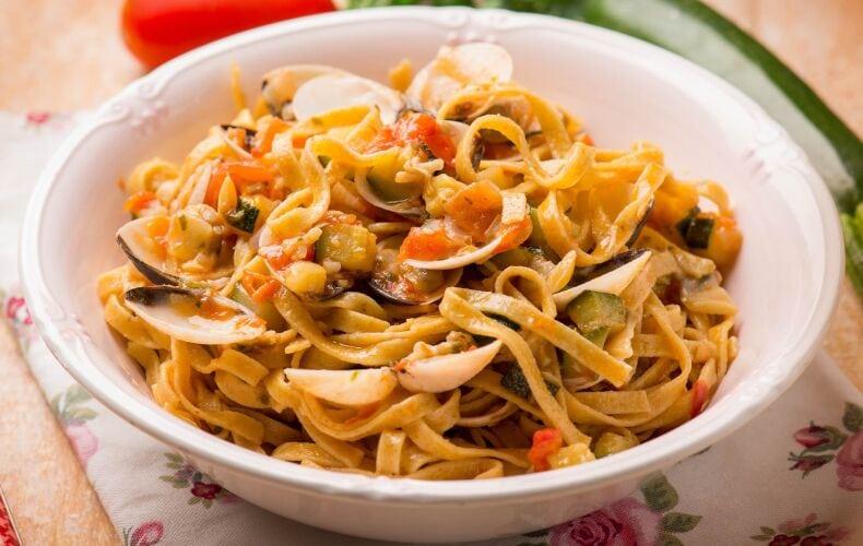 Ricetta Linguine Al Pomodoro Vongole E Zucchine