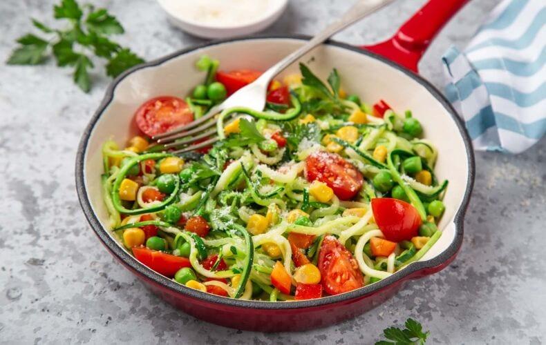 Ricetta Spaghetti Di Zucchine Con Pomodorini Mais Piselli