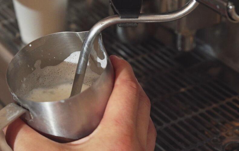 Come Fare La Schiuma Perfetta Del Cappuccino In Casa Attrezzi Da Utilizzare