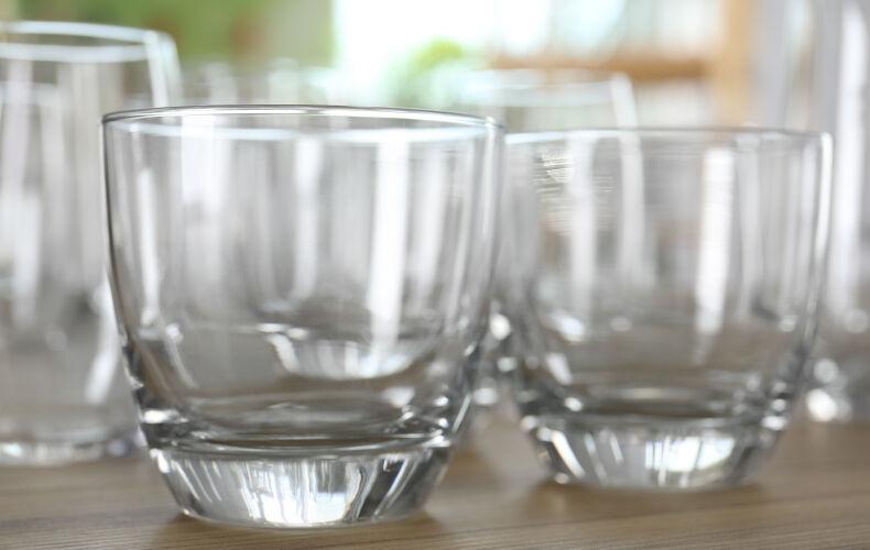 Come Lavare I Piatti In Modo Facile E Veloce Asciugare Bicchieri Senza Macchie