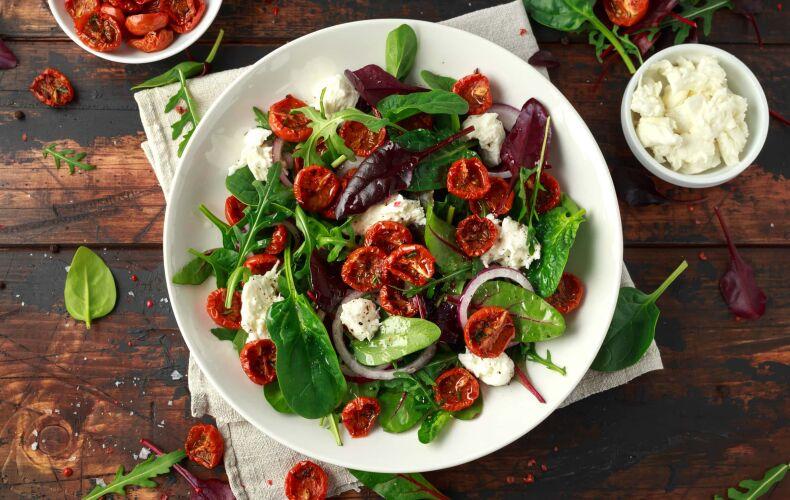 Ricetta Insalata Di Spinaci Con Pomodorini Confit E Feta