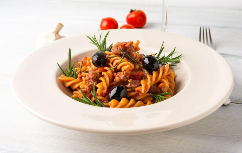 Ricetta Pasta Con Salsiccia E Olive Nere