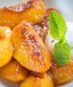 Ricetta Pesche Caramellate Con Gelato Alla Vaniglia