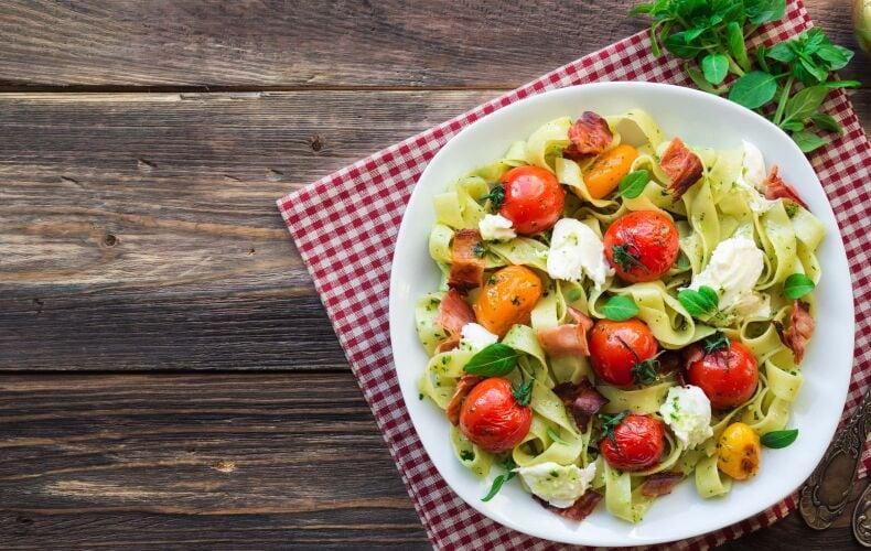 Ricetta Tagliatelle Con Pomodorini E Mozzarella
