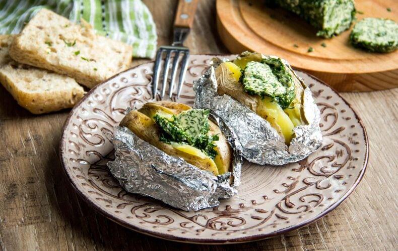 Ricetta Baked Potatoes E Burro Alle Erbe