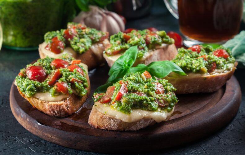Ricetta Bruschette Con Formaggio Pesto E Pomodorini
