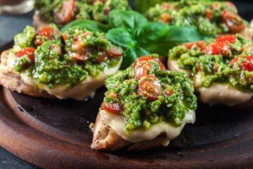 Ricetta Bruschette Con Pesto E Pomodorini