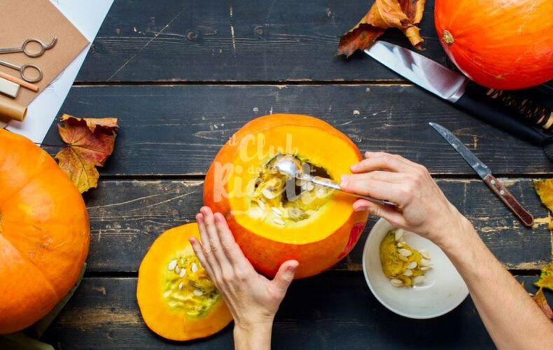 Come Intagliare Una Zucca Per Halloween Svuotare Polpa Semi