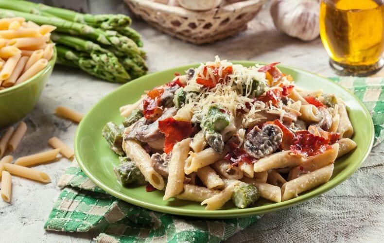 Ricetta Penne Cremose Con Asparagi Funghi E Speck