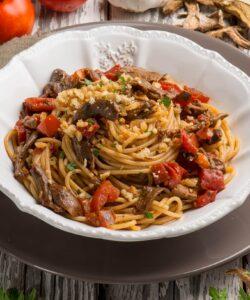 Ricetta Spaghetti Con Pomodori Funghi E Briciole Di Pane