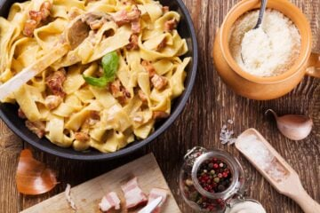 Ricetta Tagliatelle Alla Crema Di Parmigiano E Pancetta Croccante