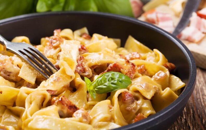 Ricetta Tagliatelle Alla Crema Di Parmigiano Reggiano E Pancetta Croccante