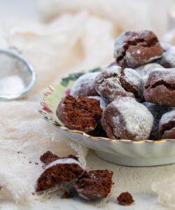 Ricetta Biscotti Chocolate Crinkle Cookies