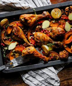 Ricetta Cosce Di Pollo Al Forno Con Zucca Cipolle E Melagrana