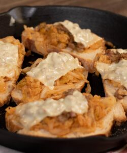 Ricetta Crostoni Verza Fontina E Salsiccia