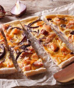 Ricetta Pizza Con Zucca Pancetta E Cipolle