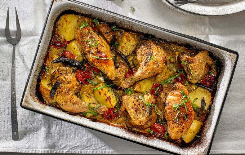 Ricetta Pollo Arrosto Con Patate Cipolle E Pomodori