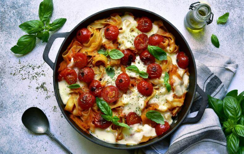 Ricetta Tagliatelle Al Forno Con Pomodorini E Mozzarella