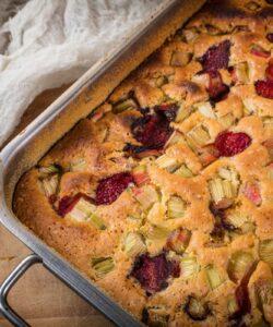 Ricetta Torta Con Rabarbaro E Fragole
