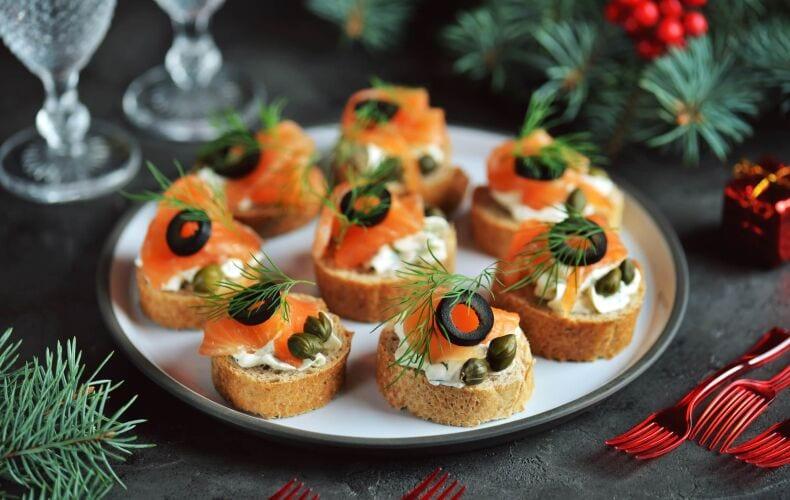 Crostini Salmone Capperi Olive